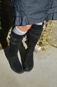 Black Boots W:Kneedsocks