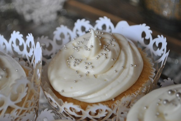 Winter Whiteout Cupcakes for a Wedding | LoveFeast Table