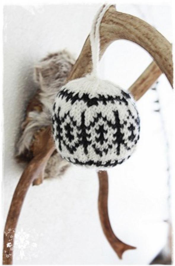 ornamentsweaterPM